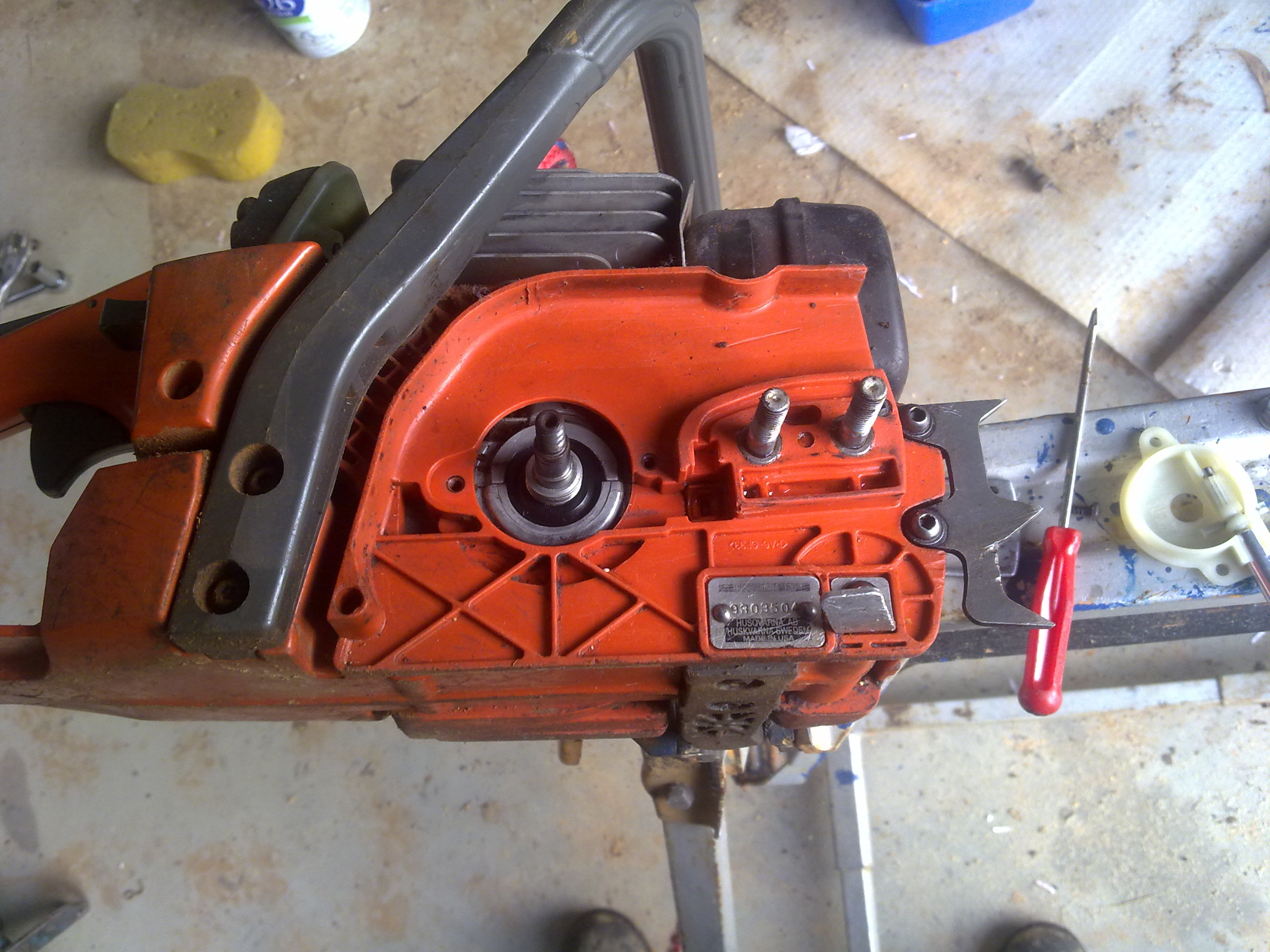 Replacing an oil pump in a husqvarnapoulancraftsmanjohnsered 1 oil pump fully removed 2 new oil pump installed greentooth