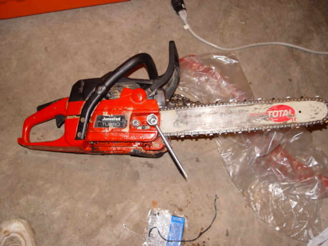 Replacing an oil pump in a husqvarnapoulancraftsmanjohnsered the jonsered chain saw taking keyboard keysfo Choice Image