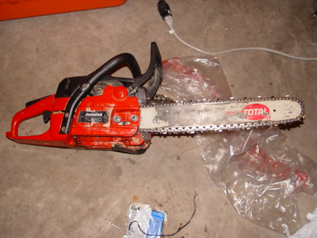 Replacing an oil pump in a husqvarnapoulancraftsmanjohnsered the jonsered chain saw greentooth Images