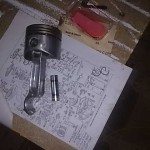 Putting together the piston (Control, rod pin, piston, retaining clips)